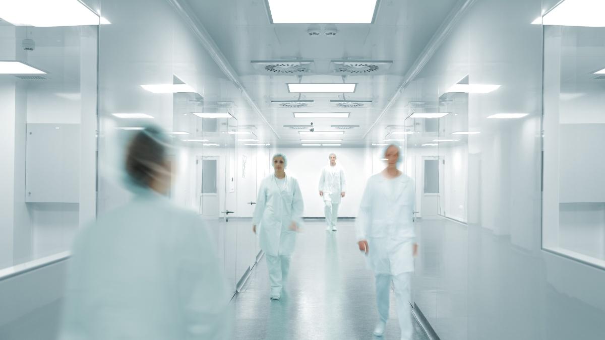 GMP-operators-in-a-facility-corridor-1200x675
